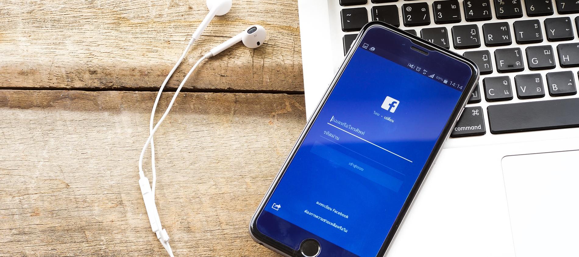 Facebook y Apple quieren conquistar lectores
